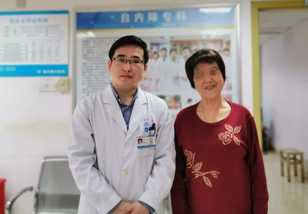 """国外定居老教师打""""飞的""""来到福州眼科医院,只为""""看见""""他?"""